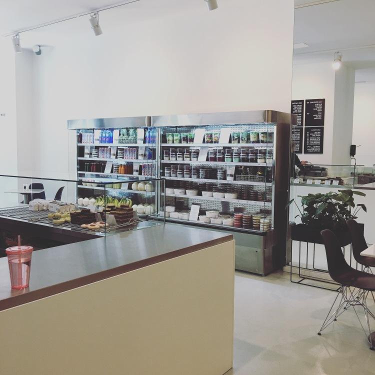 superfoods and organic liquids Berlin interior.JPG